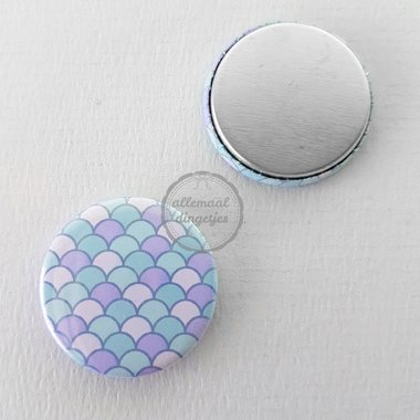 Flatback button patroon zeemeermin mermaid schubben lichtblauw lila 25mm
