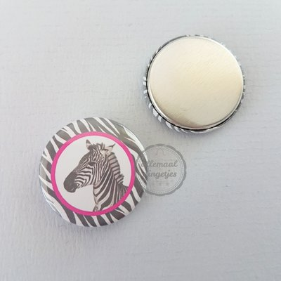 Pinky Zebra zwart wit fuchsia zebra close up 25mm flatback button